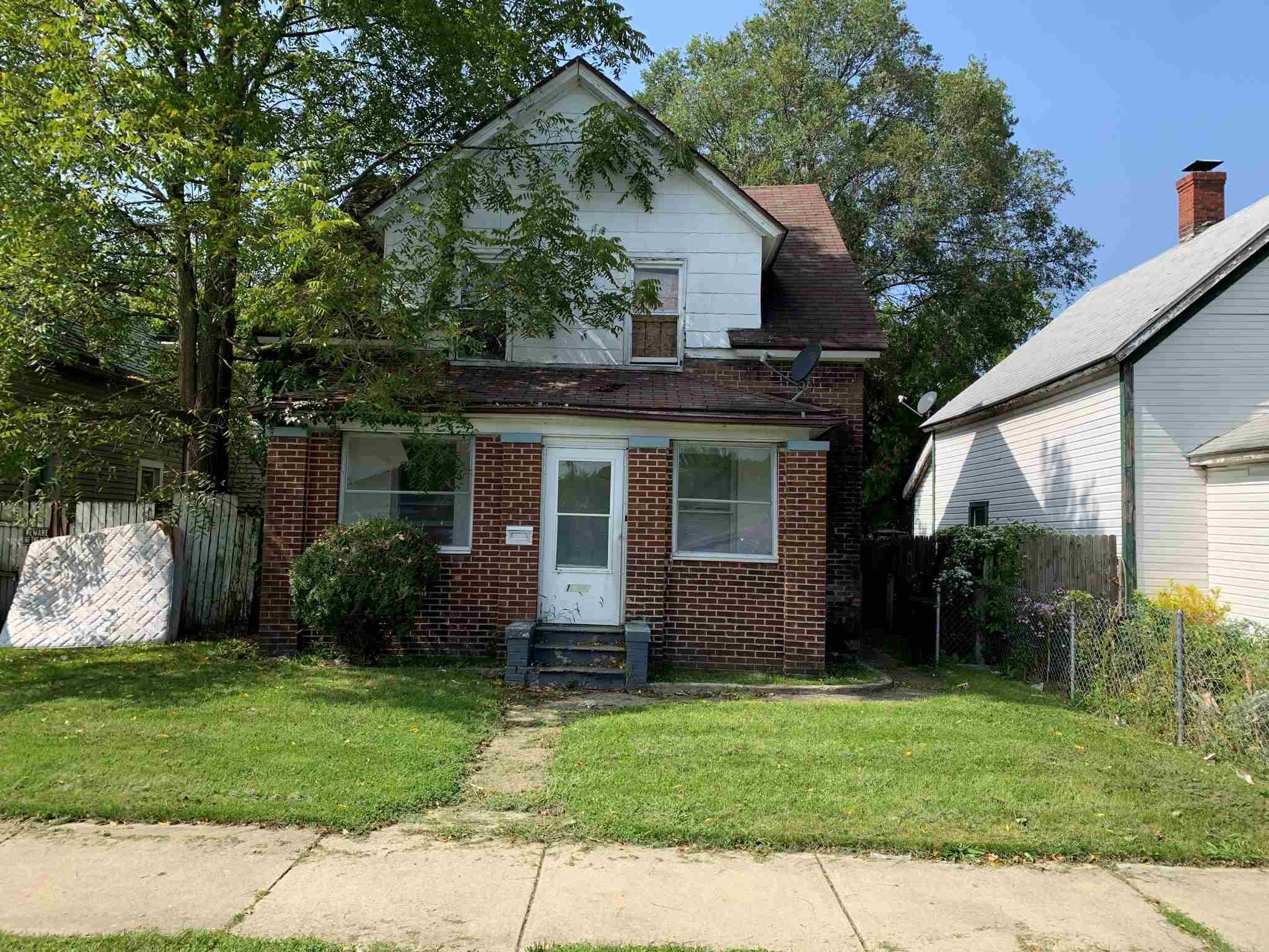 1619 Kendall South Bend, IN 46613