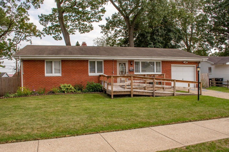 3724 Surrey South Bend, IN 46628