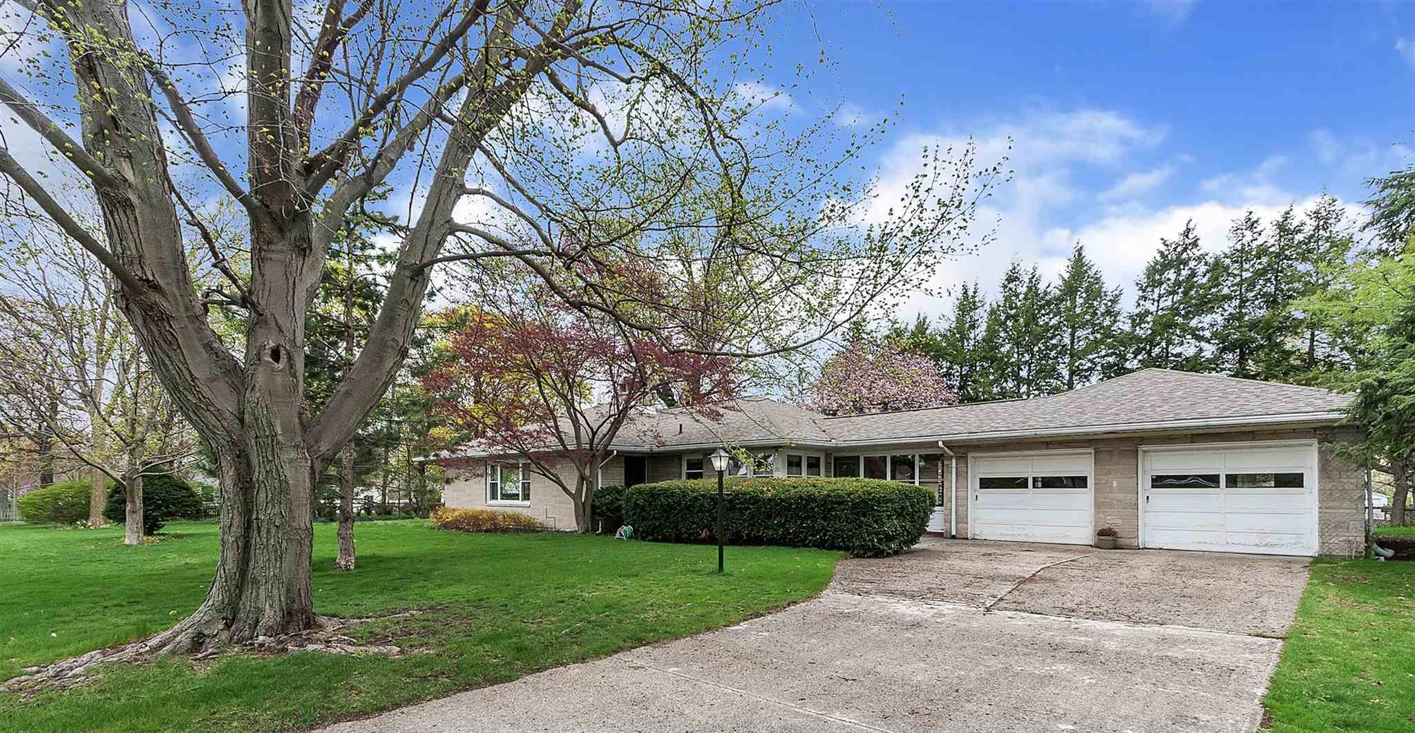 1011 Donmoyer South Bend, IN 46614