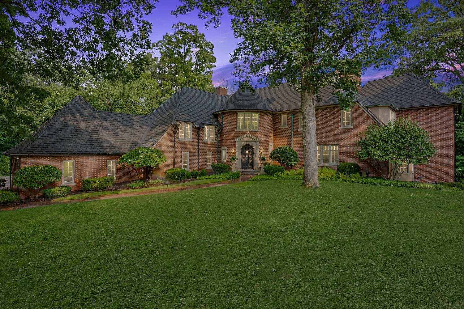1130 Donmoyer South Bend, IN 46614
