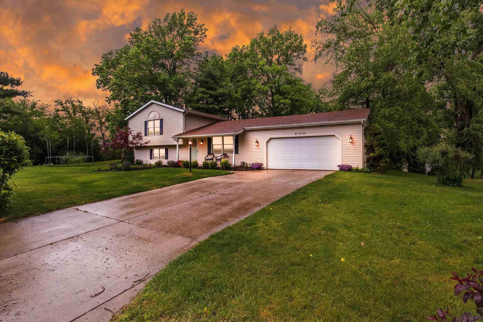 21235 Clover Hill South Bend, IN 46614