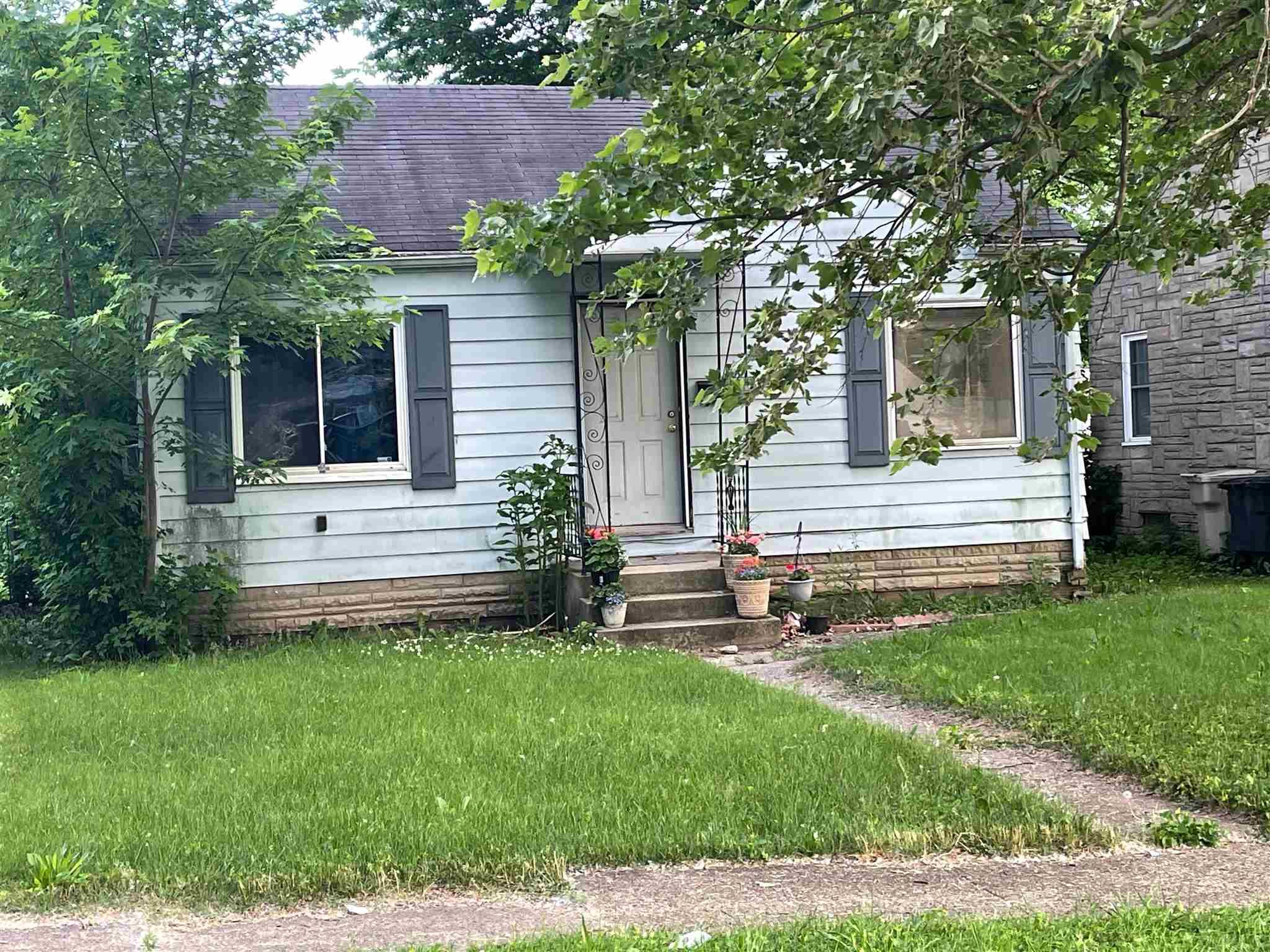 1114 Roosevelt South Bend, IN 46616