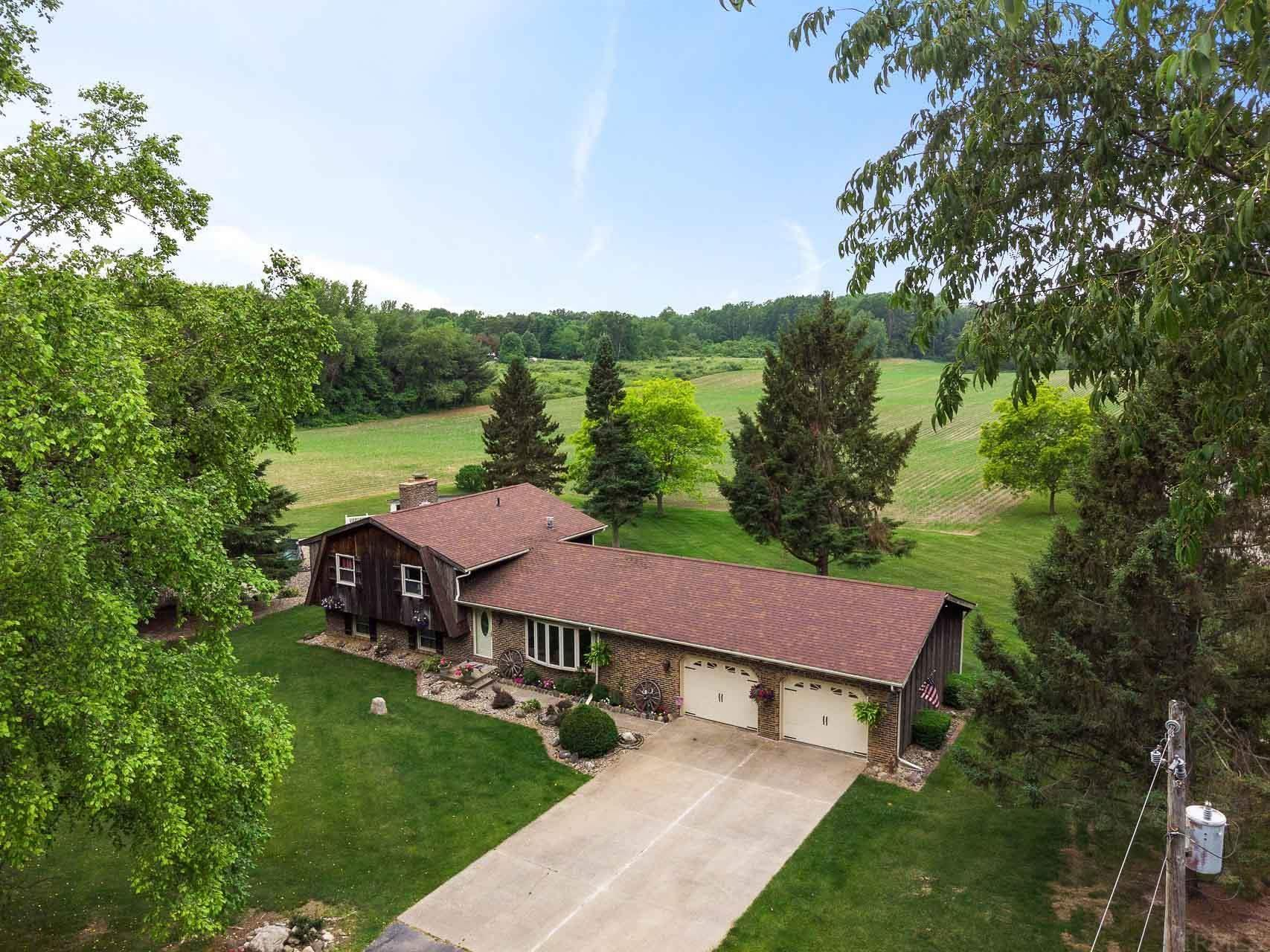 67967 Lilac Lakeville, IN 46536