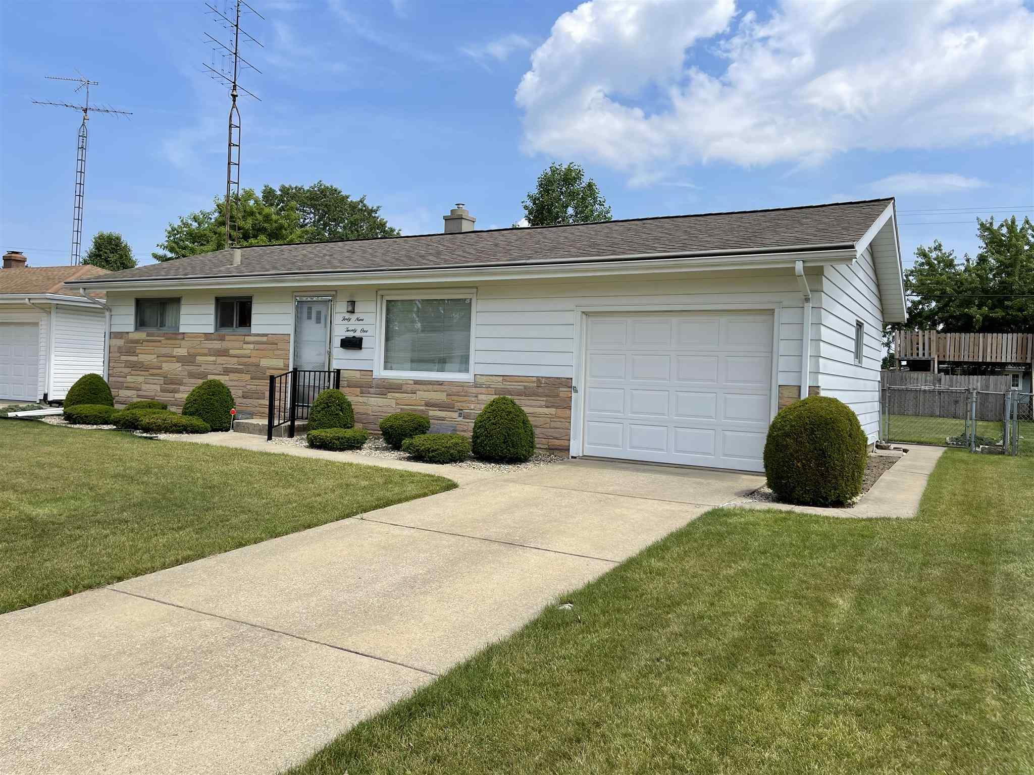 4921 Bloomfield Place South Bend, IN 46619