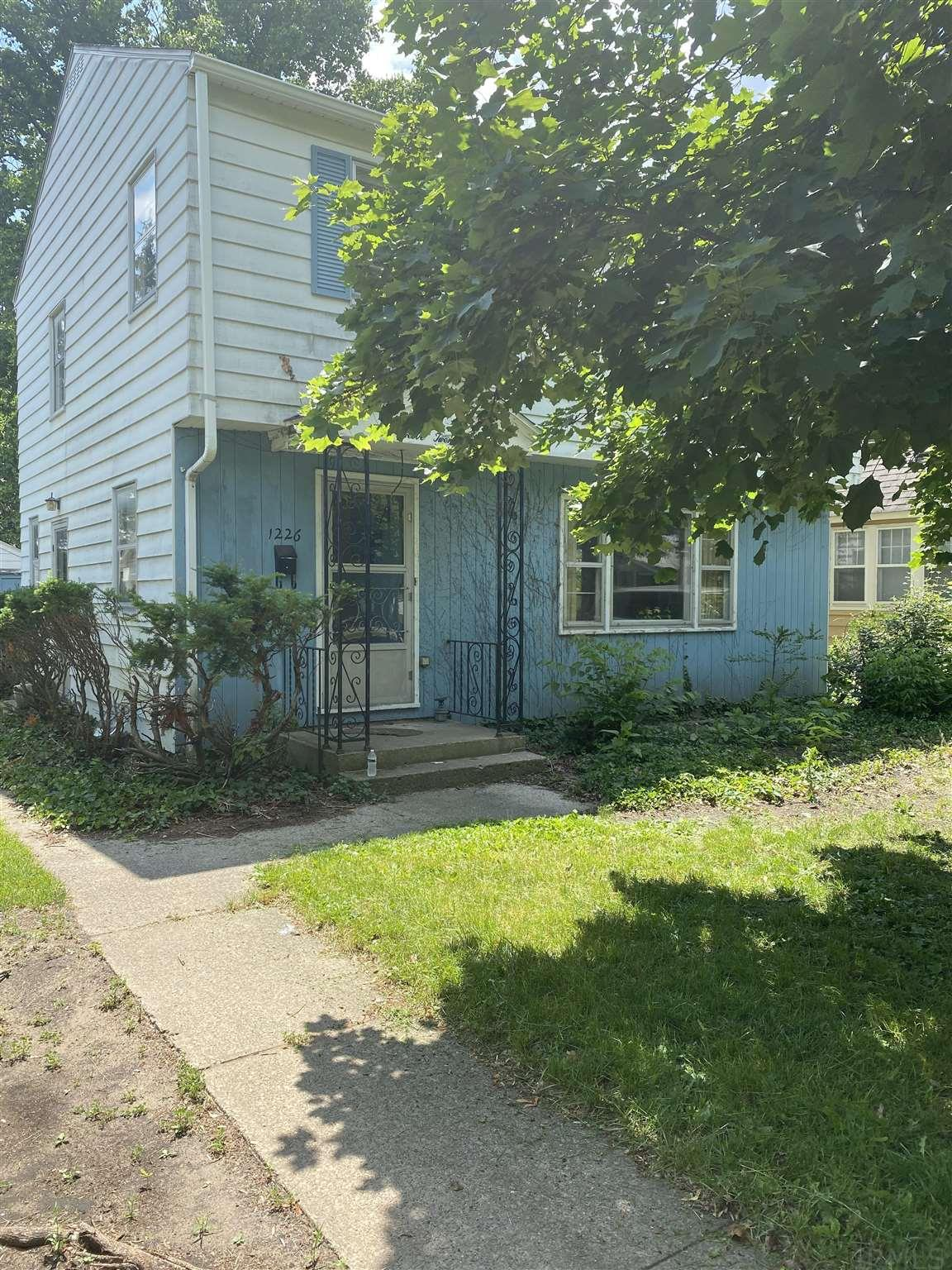 1226 Sunnymede South Bend, IN 46615