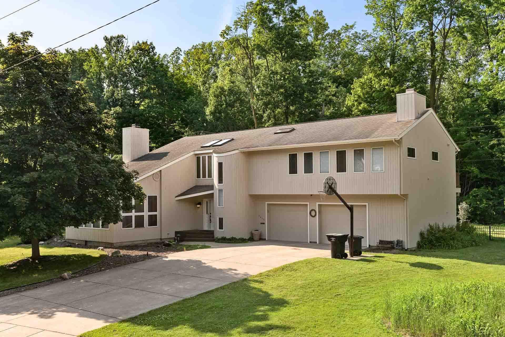 1415 Clayton South Bend, IN 46614