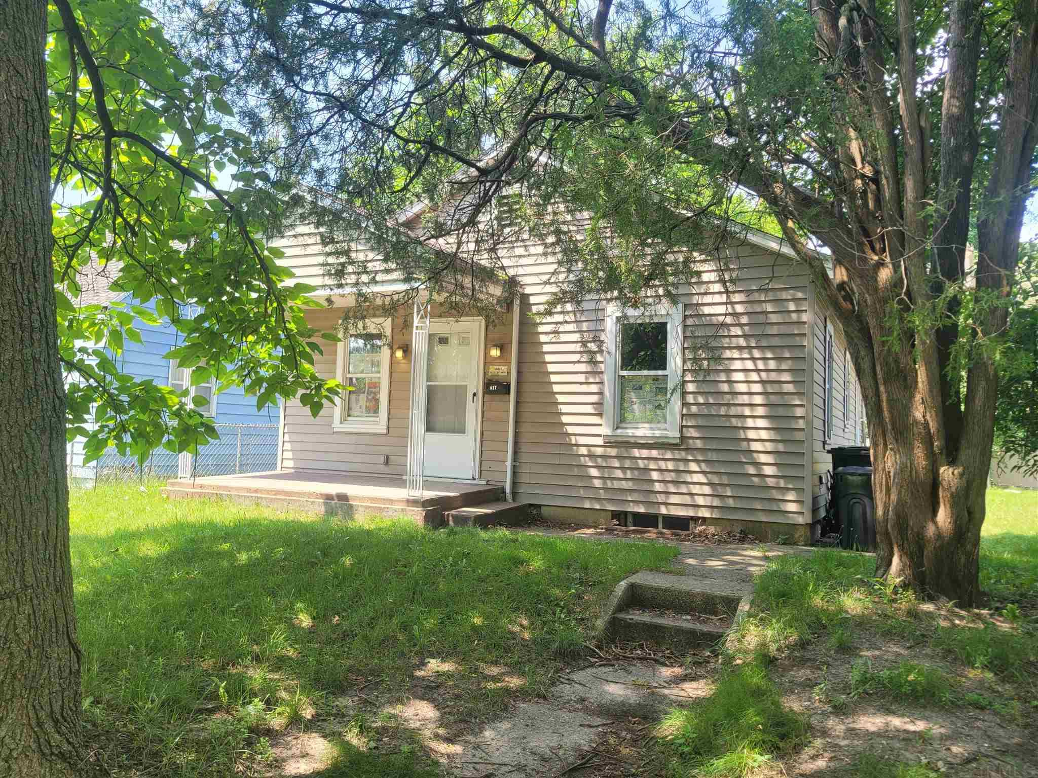 817 Huey South Bend, IN 46628