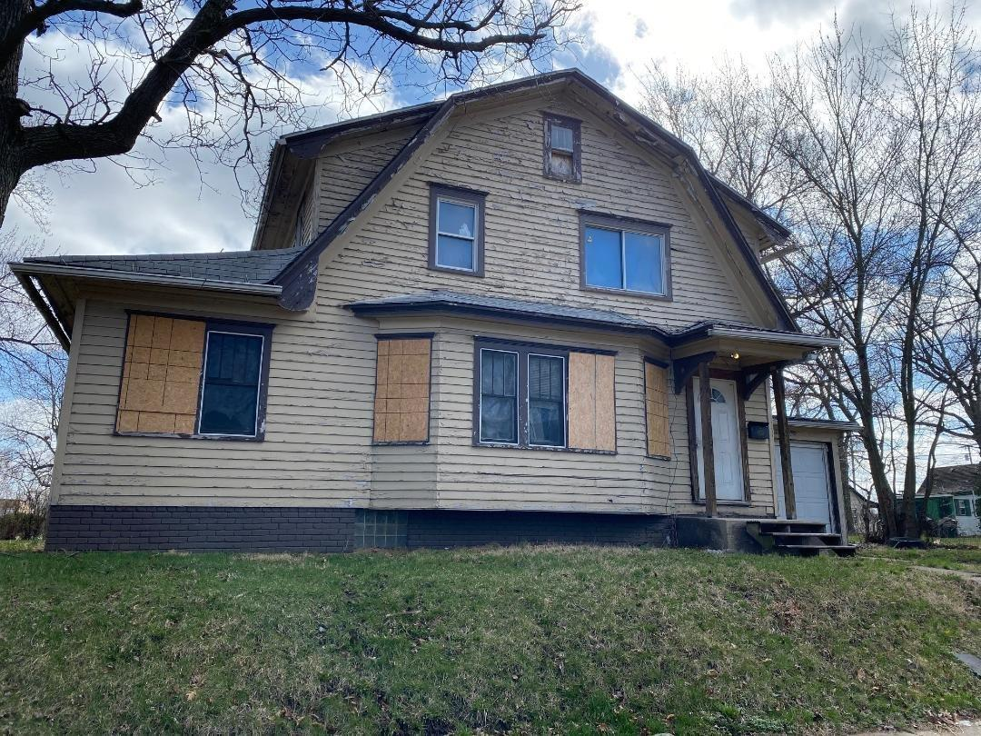 1338 King South Bend, IN 46628