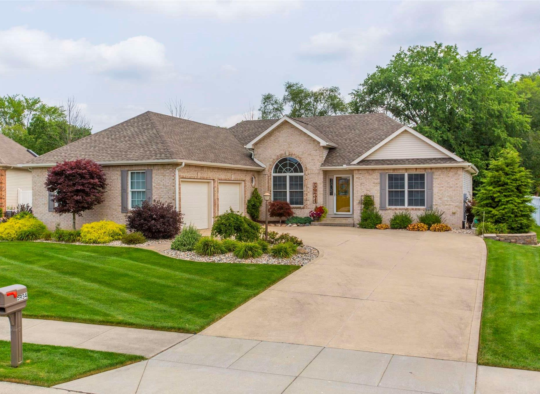 5934 Boxwood South Bend, IN 46614