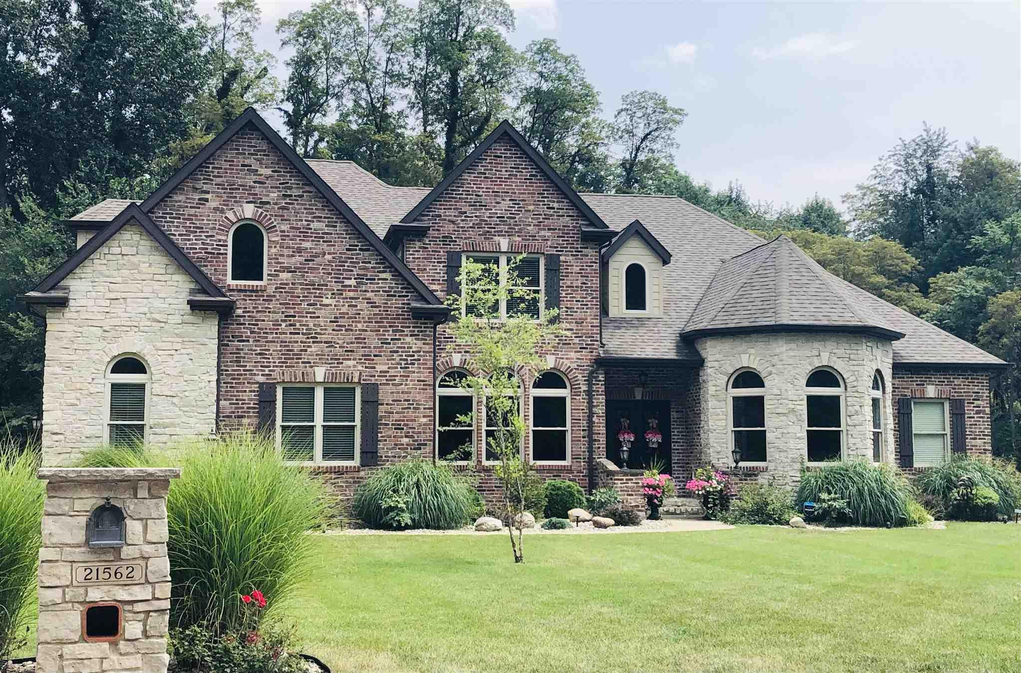 21562 Goldenmaple South Bend, IN 46628
