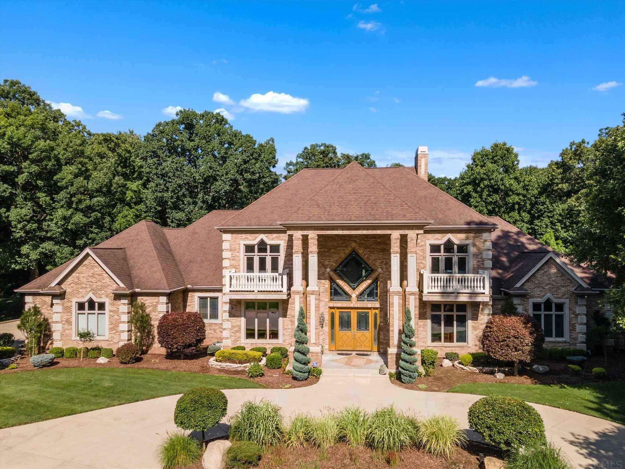 21533 Golden Maple South Bend, IN 46628