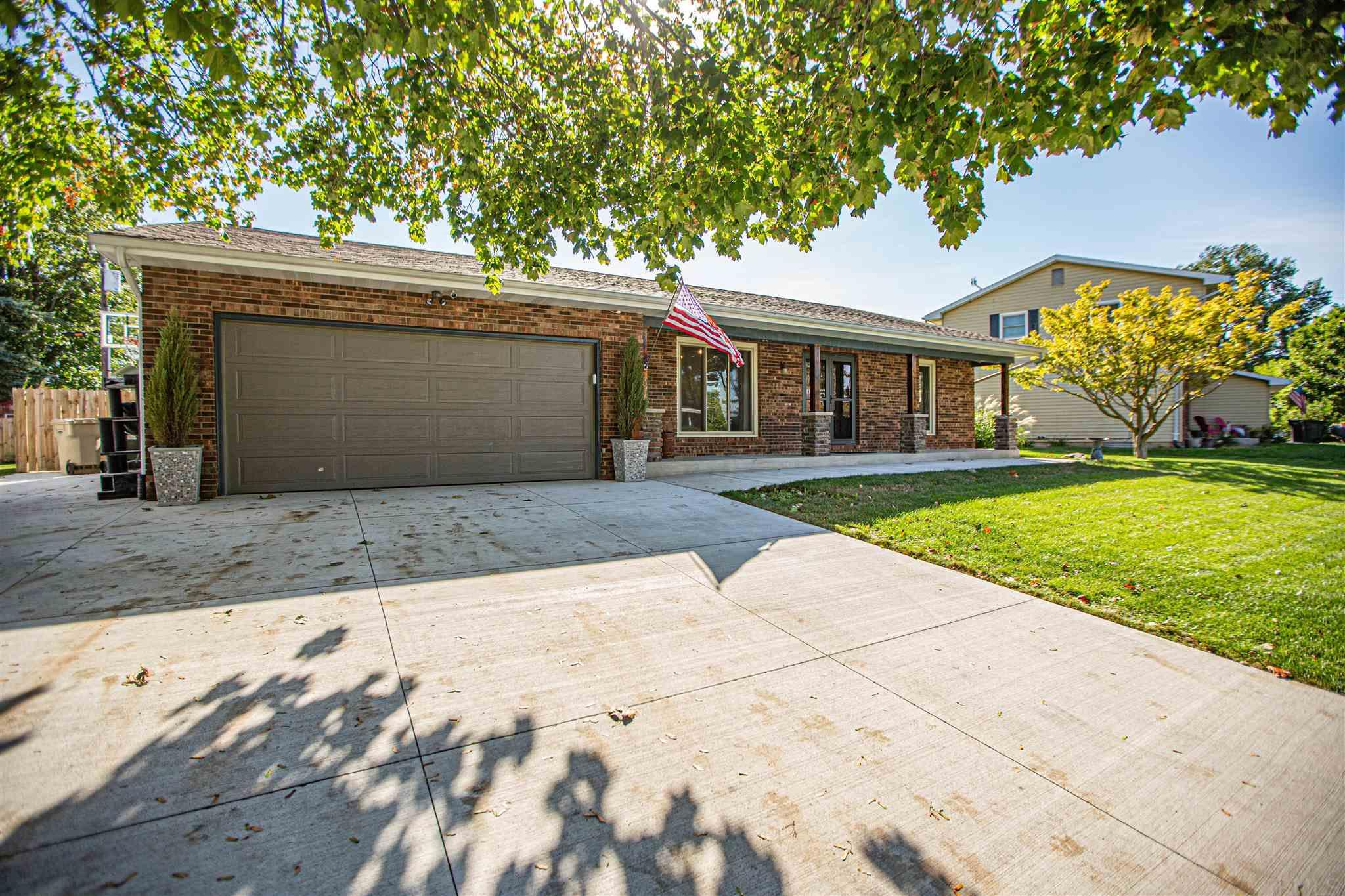 1604 Byron South Bend, IN 46614