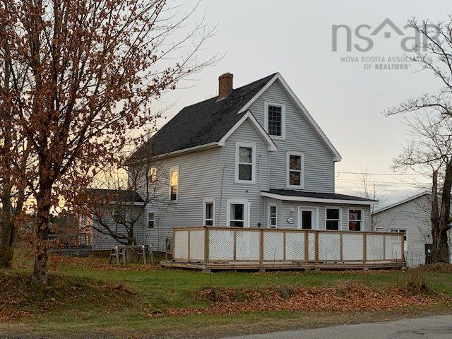 120 Highland Avenue, Wolfville, NS B4P 1Z7, 7 Bedrooms Bedrooms, ,2 BathroomsBathrooms,For Sale,120 Highland Avenue,202024146